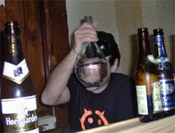 Webby tente de nous faire croire qu'il a bu de l'eau...